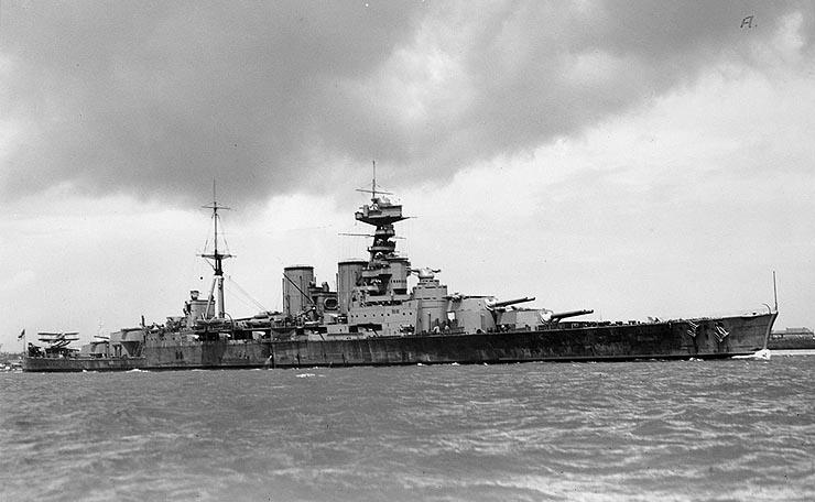 British_Battlecruiser_HMS_Hood_circa_1932.jpg